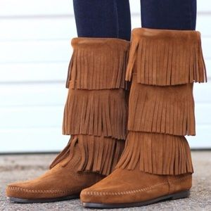 NWT Minnetonka Boho 3 Layer Fringe Suede Boot
